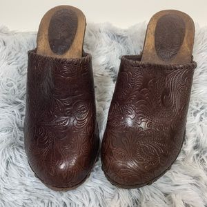 Banana Republic Brown Embossed Leather Clogs